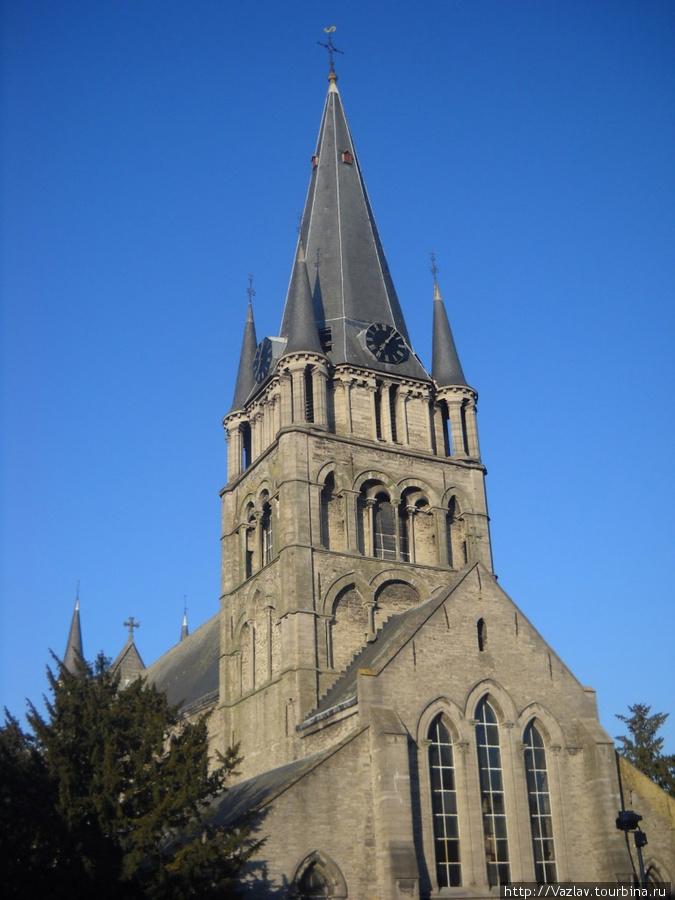 Вид на храмовую колокольню