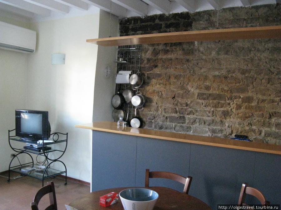 Кухня с каменной кладкой 16го века.