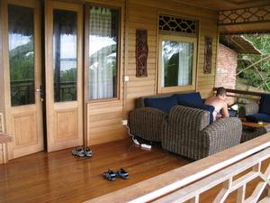 На балконе тоже нравится сидеть