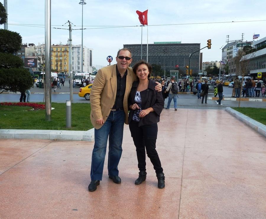 На площади Максим