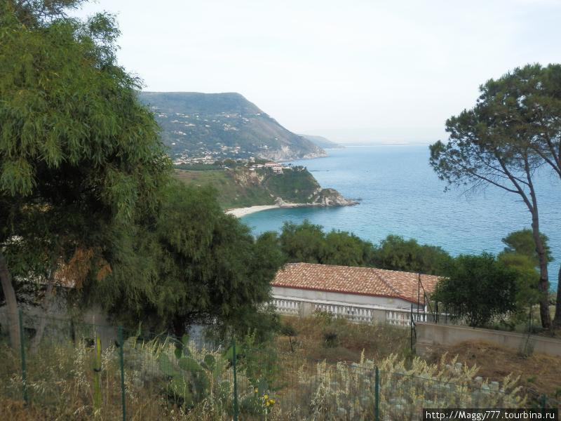 Вообще же, Капо Ватикано — это выдающийся в Тиренское море мыс