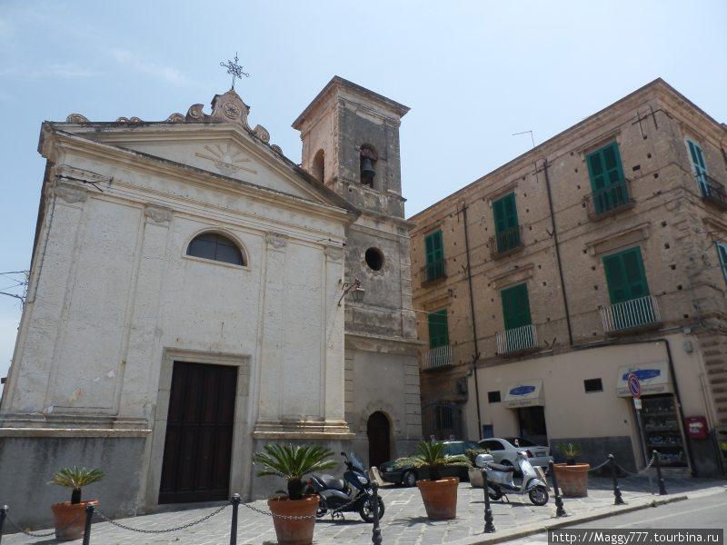Церквушка на центральной улице