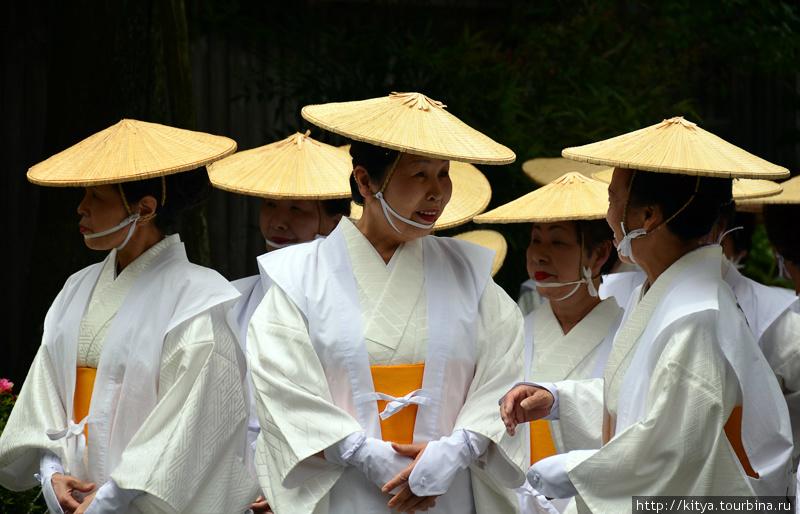 Участницы фестиваля Аоба-мацури (гора Коя, префектура Вакаяма)