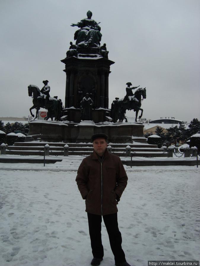 Вена. Памятник императриц