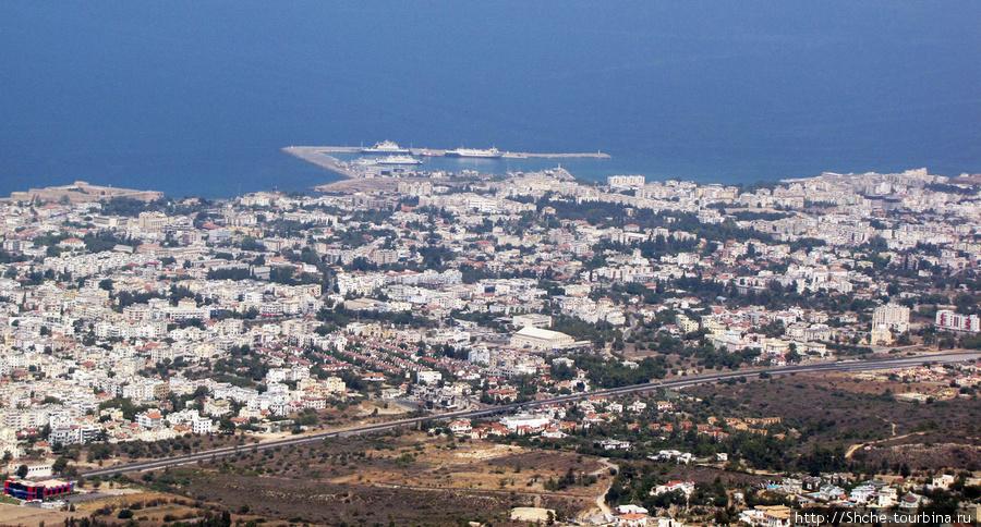 Порт Кирении, как на ладони