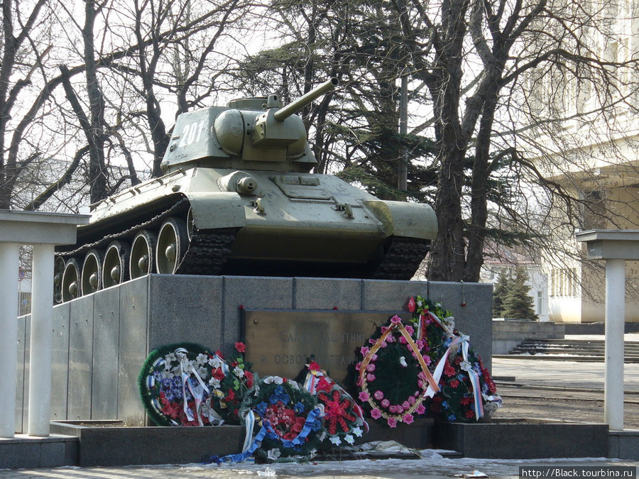 Памятник-танк в сквере Победы