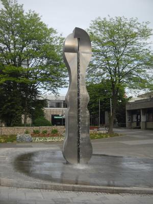 Странный памятник