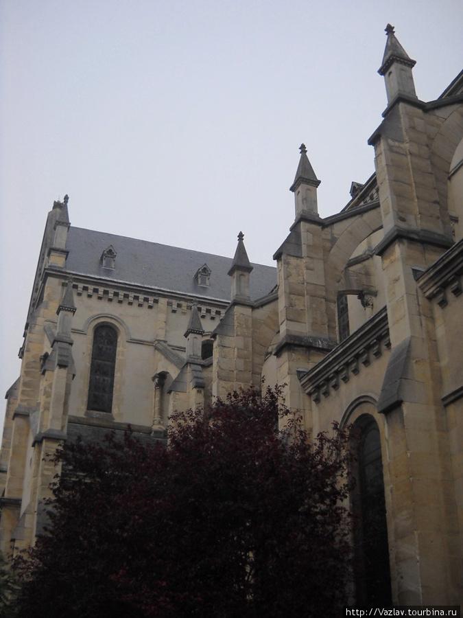 Боковой фрагмент здания