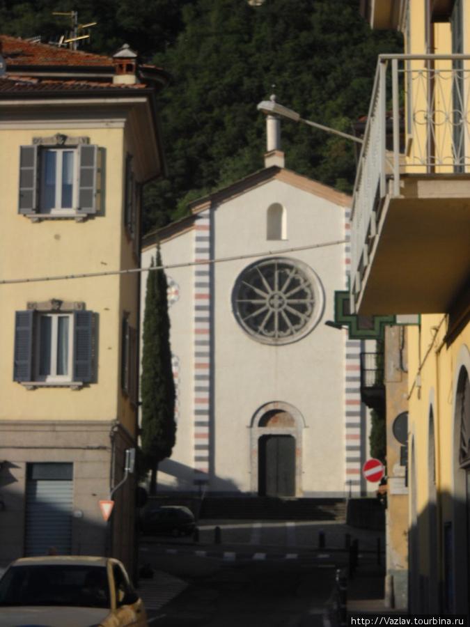 Здание церкви в перспективе