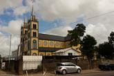 История этого собора довольно интересна. В 1821 году, во время пожара, погиб кафедральный собор Парамарибо. И было принято решение приобрести еврейский театр и перестроить его в новый кафедральный собор.