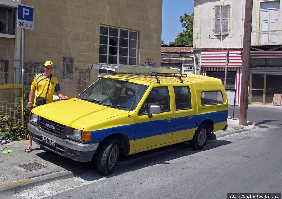 Машина с нашими национальными цветами