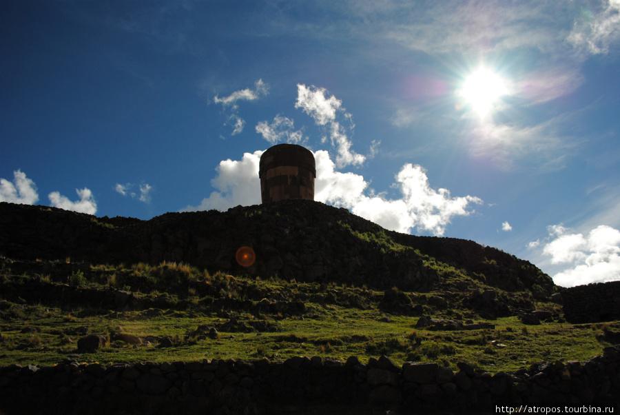 Чульпа (Chullpa) — могильнгая башня, п-ов Сильюстани