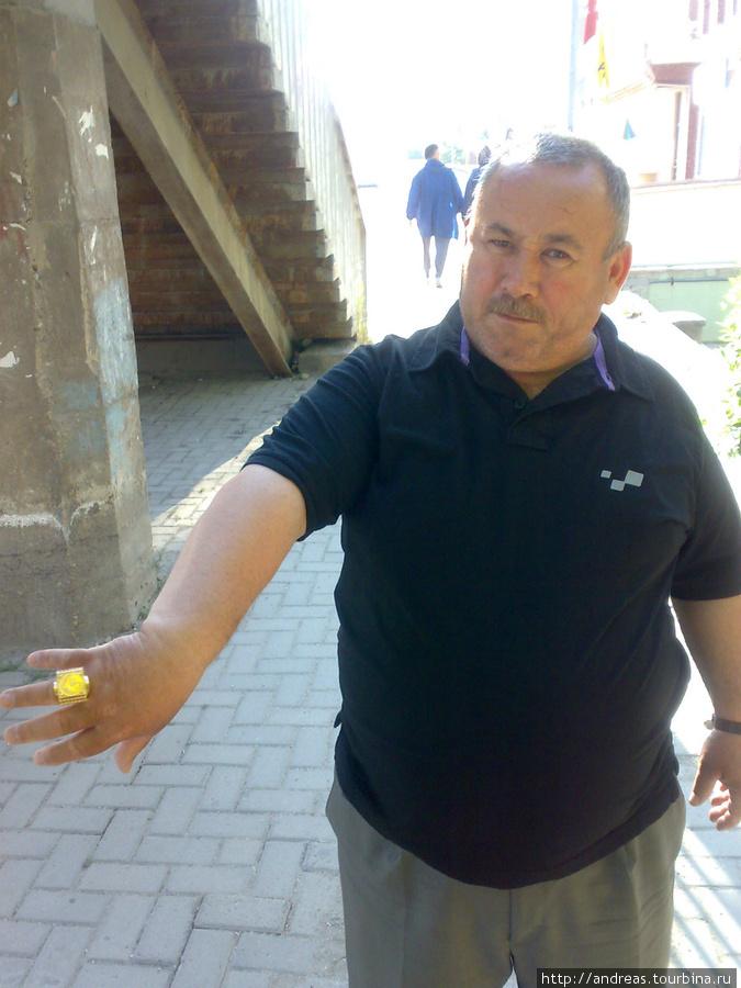 Хвастливый мужик с перстнем в Люлебургазе