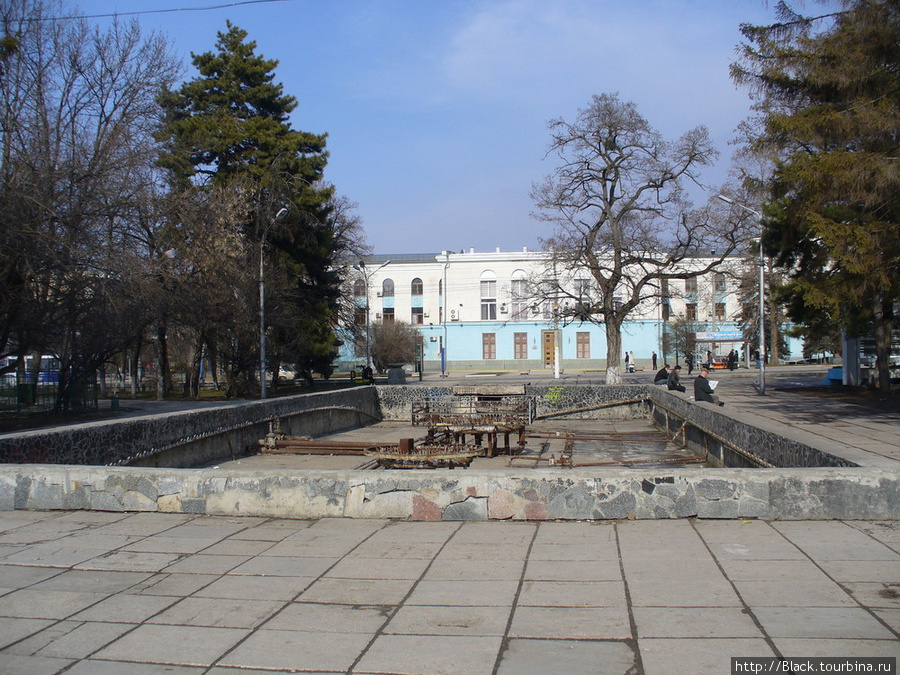 Парк имени К.А. Тренева. Неработающий фонтан