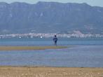 пляж Трабукадор, открываются отличные виды на горы и другой рыбацкий поселок Сан Карлос де Ла Рапида ( небольшой порт со своим яхт-клубом ).