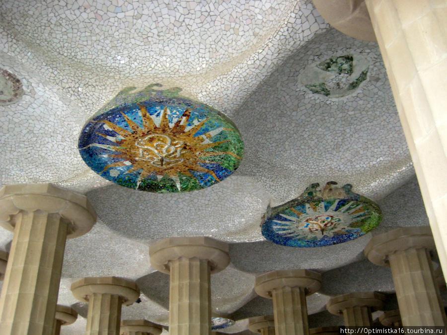 Потолок зала колонн