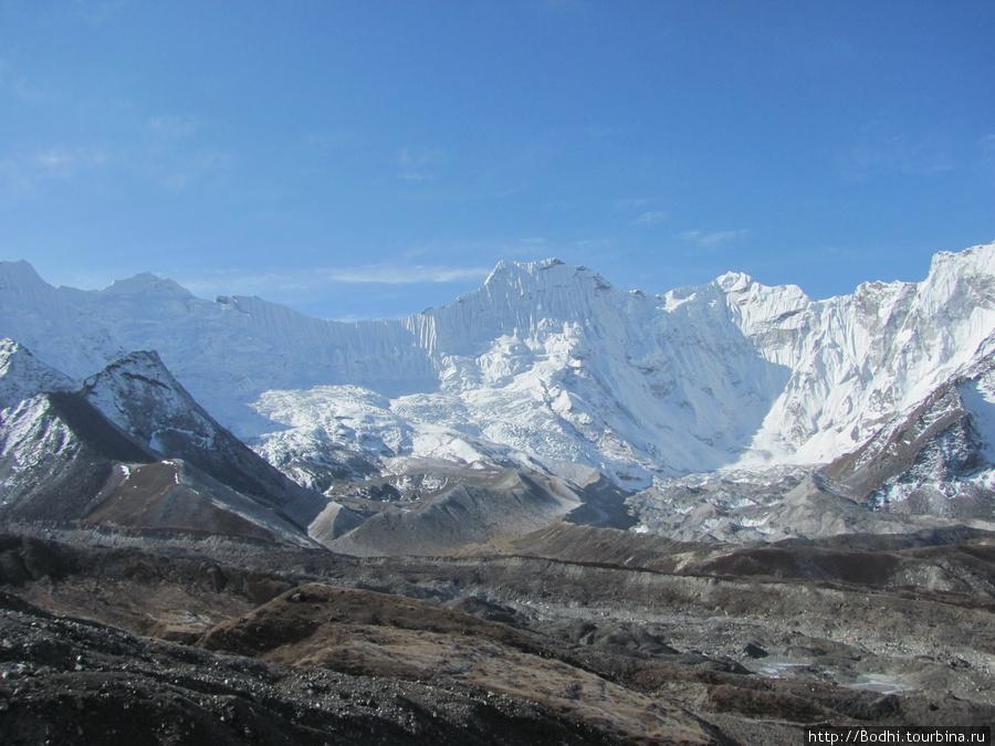 Вид на горы отсюда очень красивый Чукунг, Непал