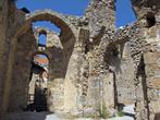 вперед — апартаменты короля, вправо — византийская церковь