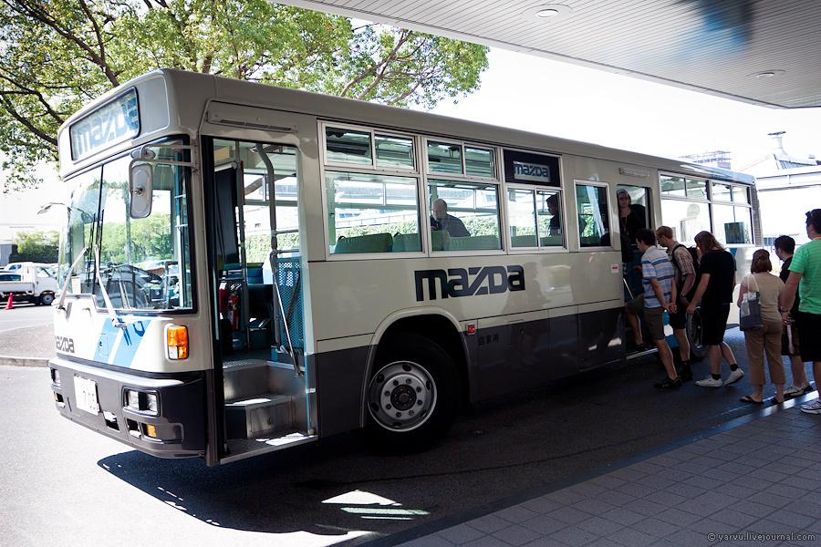 Музей находится на территории завода, рядом с одним из цехов, добираться до которого предстоит на автобусе.