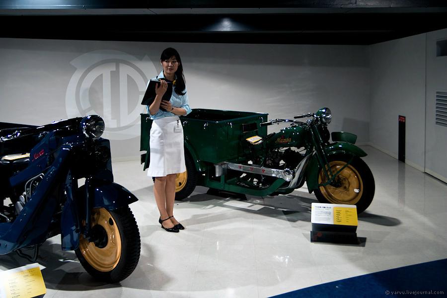 История Mazda началась в 1931 году (компания, правда, существовала с 1910 года, но занималась выпуском изделий из пробкового дерева и называлась иначе). Первой успешной моделью стал трицикл Mazda-Go.