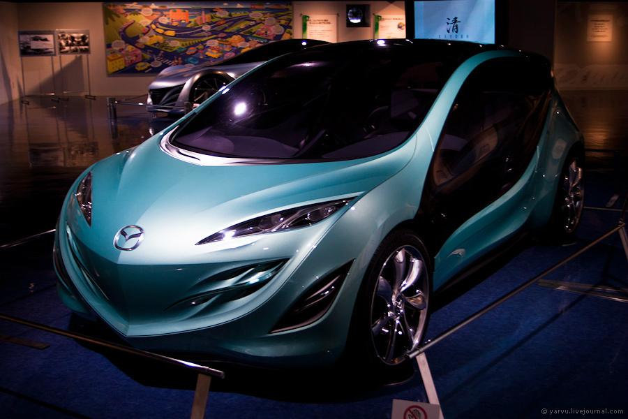 Концепт Mazda Kiyora (2008 г.) с особоэкономичным двигателем (кстати, его серийное производство запланировано на 2011 год) и автоматической коробкой передач нового поколения.