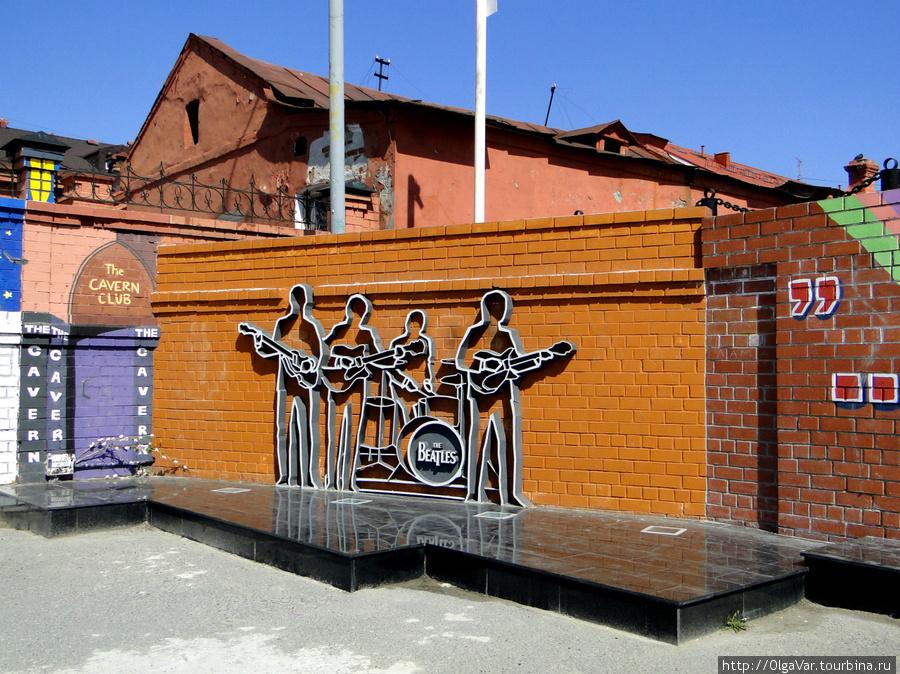 Памятник Битлз