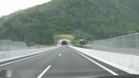 На пути в Гудзё пришлось проехать большое количество тунелей, т.к. город расположился в гористой местности.