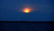 Впервые в жизни, я вижу такую Луну, больше похожую на закатное Солнце.  Времени на часах 0:14