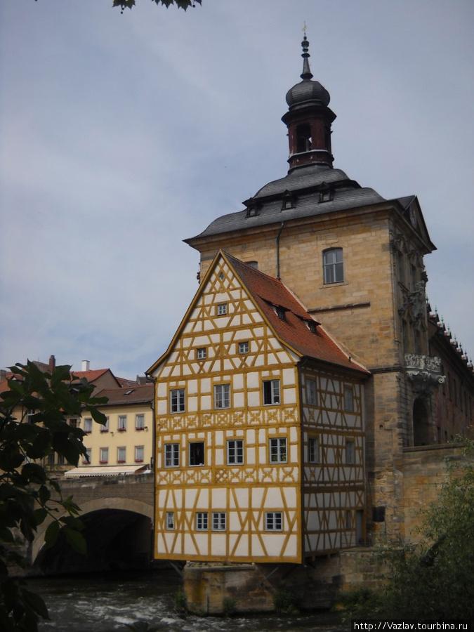 Вид на ратушу с юга
