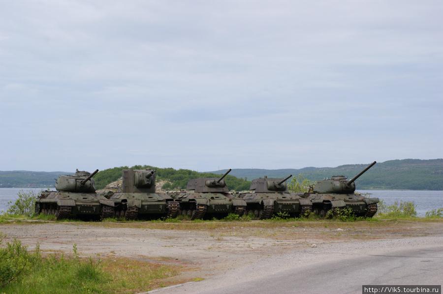 Танки времен войны: ИС-2, КВ-2, следующие 2 КВ-1 и Т-34-85