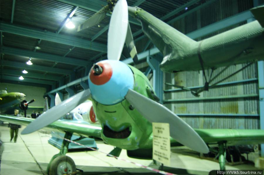 ЯК-9Р был сбит в 1944 году. Найден в тундре, восстановлен.