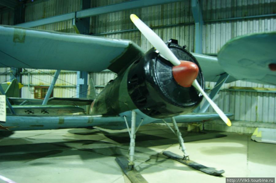 И-15. В 1935 году установил мировой рекорд, поднявшись на высоту 14575 м. Прославился в боях в Испании, испанцы его называли
