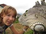 Риса и динозавр (динозавр — справа)