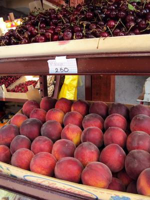 Персики и черешня. Цены 14 июня 2011 года