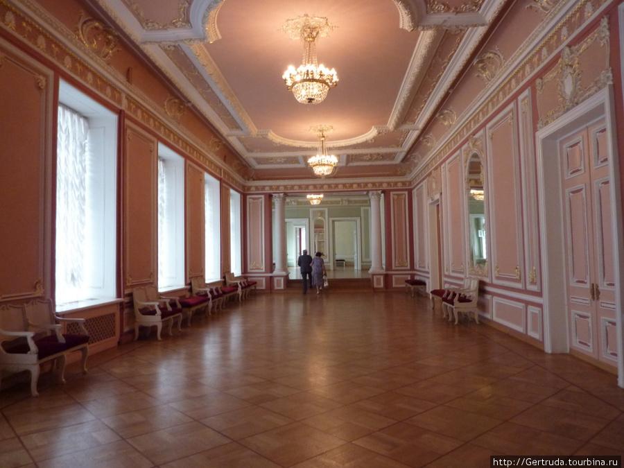 Один из холлов Малого зала.