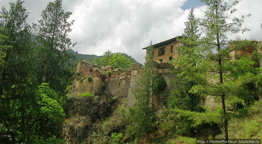 Развалины Друкгьял дзонга