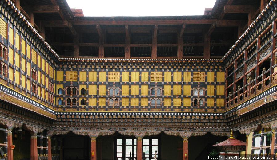 Внутри Паро Римпинг Дзонг