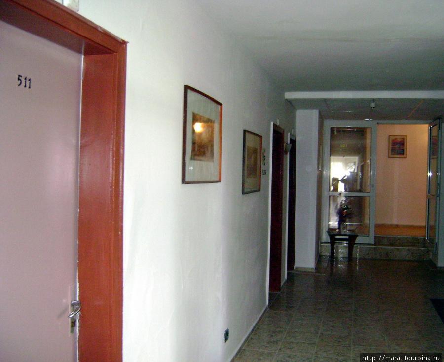 Вот наш гостиничный номер 511 на пятом этаже рядом с лифтом