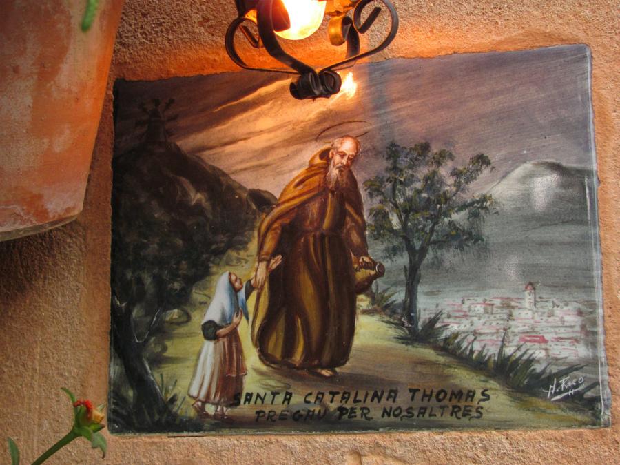 Фрески о Святой Каталине Томас украшают каждый дом.
