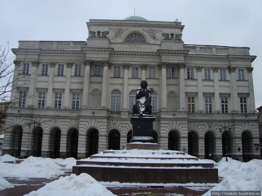 Варшава. Здание академии наук.