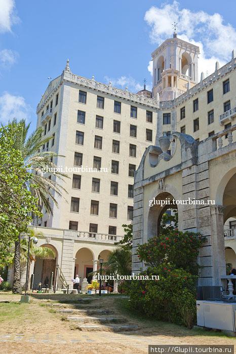 Здание отеля.