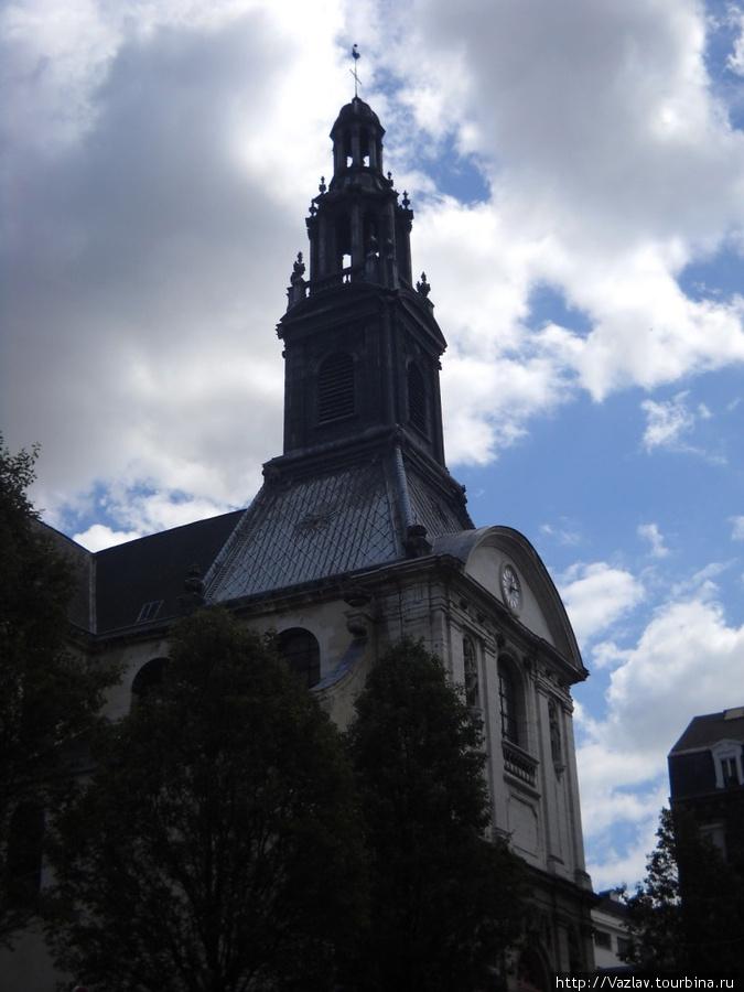 Здание церкви со стороны вокзала