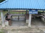 Платформа Пан Малайян, и сам пан тут же сидит (снимок на ходу с поезда)