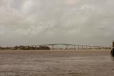 А это — совершенно новый мост. Раньше чтобы попасть в восточную часть страны все пользовались услугами парома. И вот, наконец, мост!