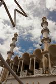 Снаружи мечеть, наверное, самое красивое здание в городе!