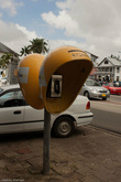 Все телефонные будки покрашены в желтый цвет.