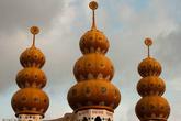 Индуистский храм — в Суринаме значительный процент населения выходцы из Индии.