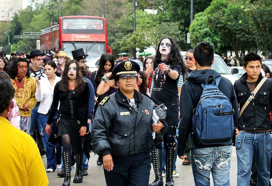 А это я случайно попал на такой вот парад. Мехико, Мексика