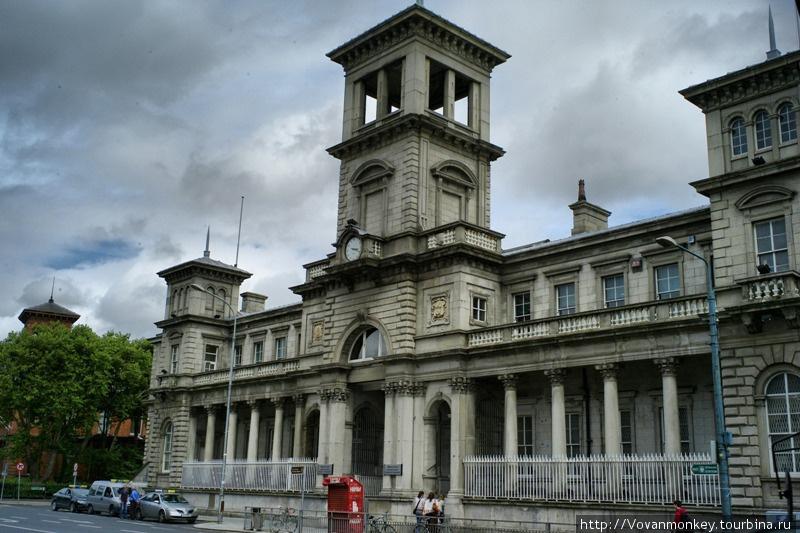 Главный ориентир — вокзал Connolly.