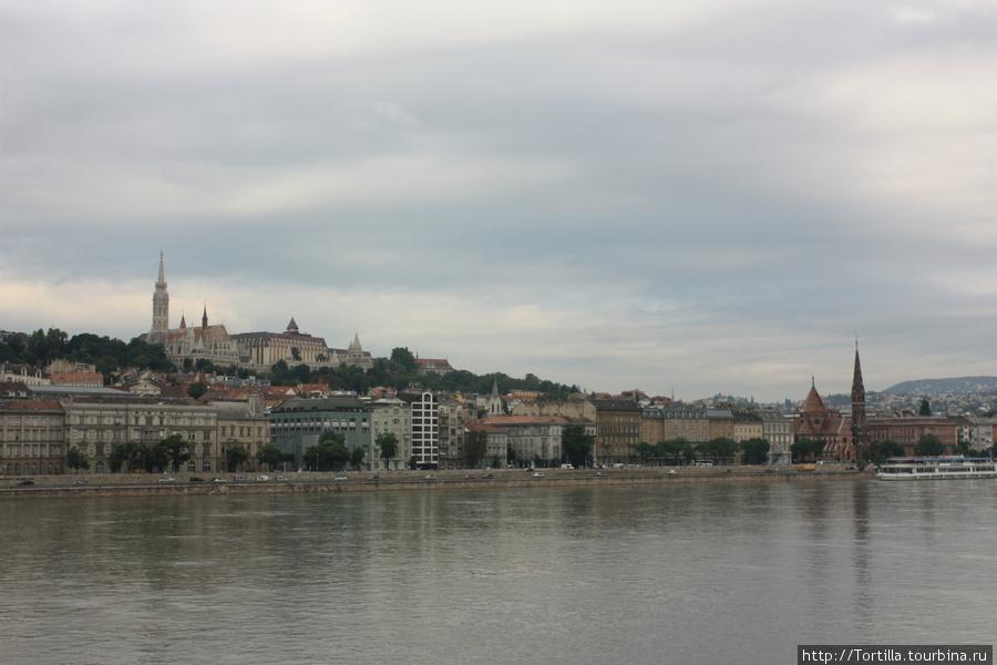 Вид на Будайский холм с моста Сечени